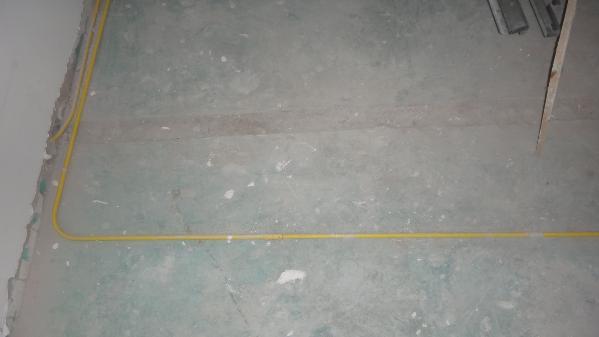 地面电管走向。横平竖直!