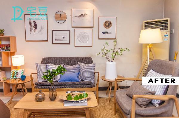 将原本的大沙发换成简约日式的橡木沙发,降低空间的灰度,添加的台灯增加了空间的明亮度,墙上的装饰画填补了墙面的空白并使墙面显得更加干净。