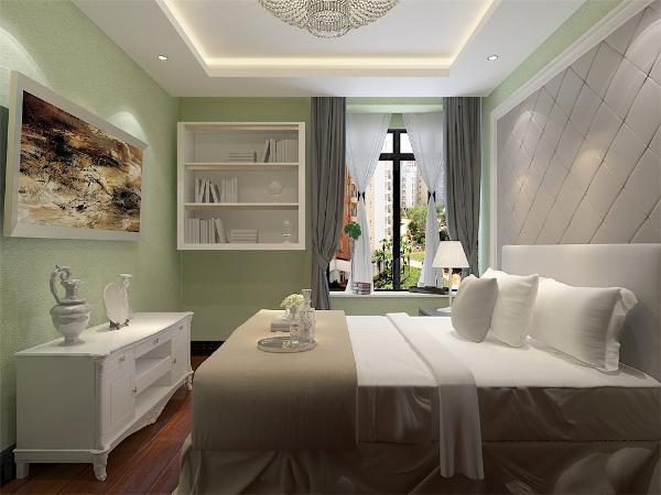 次卧地面为强化复合地板,顶面回字 形吊顶,空间开阔;