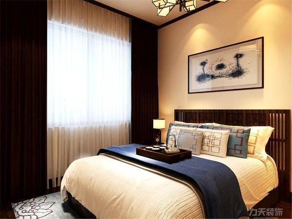在卧室的设计中,同样我们采用了木色的木地板与清新家具相结合高级灰的双人床使偏暖色系的空间有了温暖和亲切。