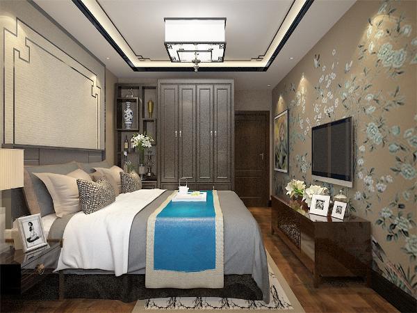主卧采用强化复合地板,回字行吊顶,配有中式吊灯,给人温馨的感觉