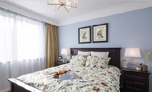 复古的美式大床和灯具,让整个卧室犹如一幅精心勾勒的古典油画。