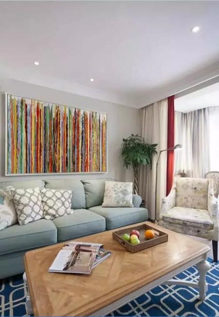 简约、小巧的美式家具更适合小空间的客厅,看起来也更时尚。