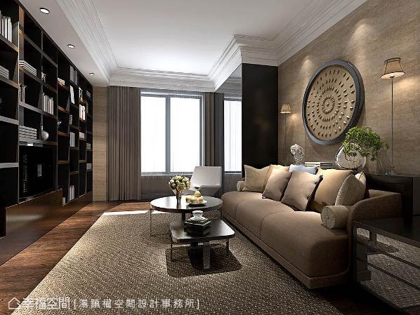 位于客厅的电视墙后方,沙发背墙铺贴素色壁纸,亦隐藏有一组沙发床,让空间兼具客房用途。 (此为3D合成示意图)