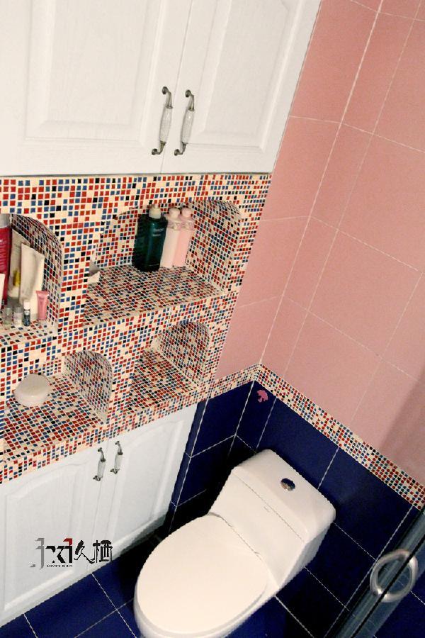 粉蓝墙砖的搭配,打破蓝砖的压抑,又弥补了粉砖的轻浮。两者互补,呈现舒适可爱又温暖的小私人空间。