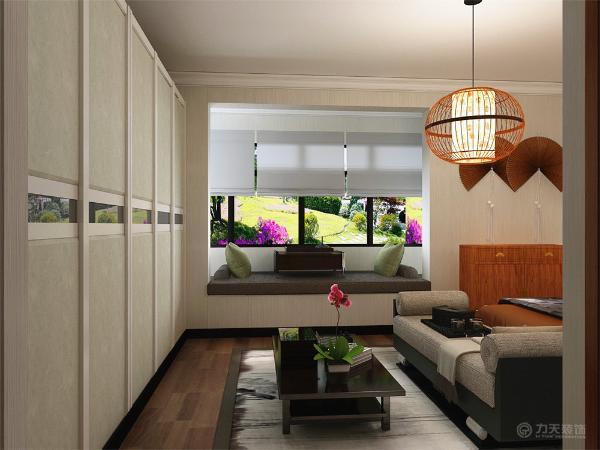 卧室部分的布置,根据中国传统室内装饰艺术的特点是总体布局对称均衡,端正稳健,而在装饰细节上崇尚自然情趣,花鸟、鱼虫等精雕细琢,富于变化,充分体现出中国传统美学精神。