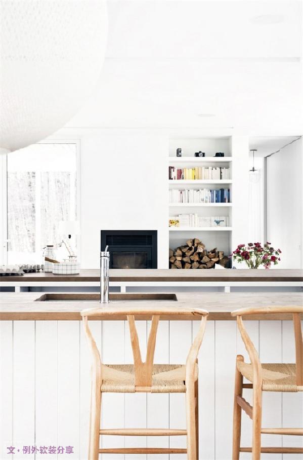 简易家具需要比不上繁复家具,它离奢华也十万八千里远,但其以别具一格的风味吸引了不好消费者的青睐。随时代的发展,家具已经变得不再是我们传统印象中都很复杂的东西,而是简单的、大方的、高性价比的生活用品。