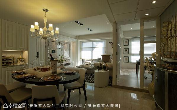 简约的吊灯成为视觉焦点,替餐厅领域注入些许高雅质地。