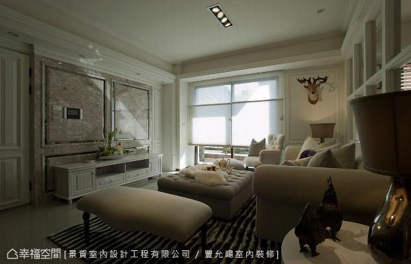 以大理石铺陈电视墙体,创造简单大方的场域气度。