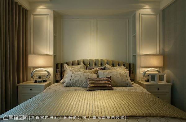 以对称式手法做比例分割,简单的线板造型带出优雅细腻的古典调性。