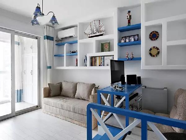 书房放一个折叠沙发,累了就躺下休息休息,还能作为客卧。