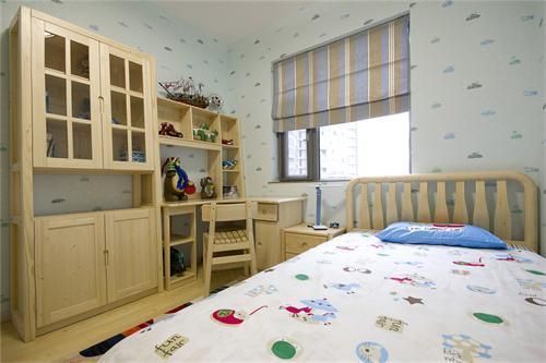 现代中式的儿童房间,没有华丽的色彩,却简单实用极了,衣柜等物件在边缘上都处理的很好十分圆滑,非常适合小孩居住……