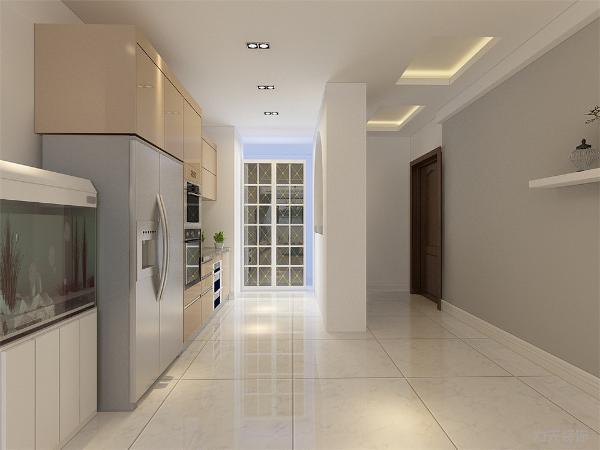 卫生间位于主次卧之间,采用集成吊顶,300*300防滑砖正铺