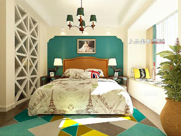 床头背景用简单的弧形勾勒出了完美的轮廓,蓝色墙漆让空间变得更有层次感。