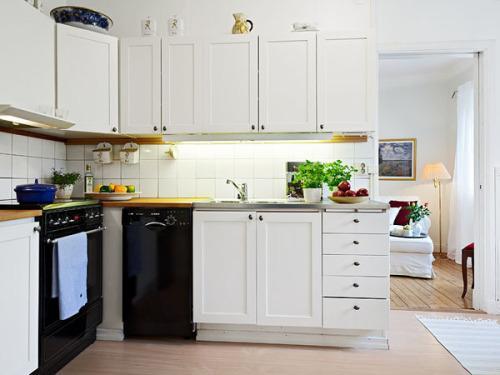 黑白调厨房装修设计简单大气设计