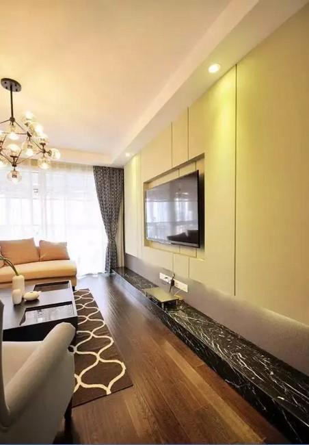 用大理石打造一个突出的台面,与米白色的电视背景墙相呼应,用颜色和灯光突出层次感。