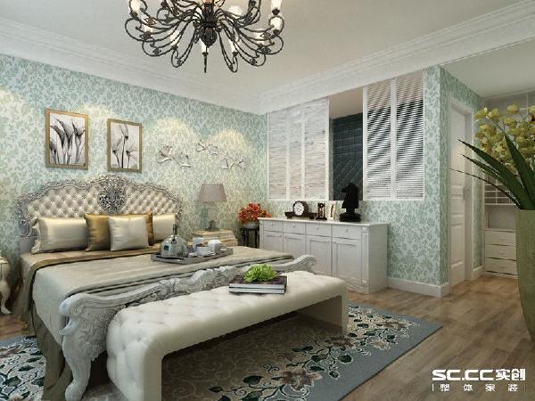 素雅的壁纸,白色的家具,黑色的吊灯,能够打开的白色格栅窗不仅透气透光,更足够浪漫。