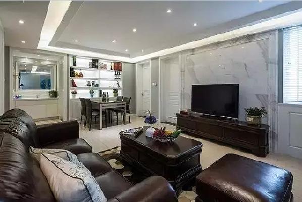 电视背景墙用大理石做造型,它不但美观大气,而且具有吸音、隔音等功能。