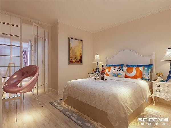 卧室是我们休息的地方,所以一定要布置得温馨、舒适才行。我们人生的三分之一时光都是在卧室度过的,把卧室布置得浪漫,能够让业主极大地放松有良好的睡眠质量。