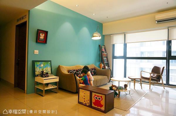 将屋主喜好的风格纳为空间表情,优井空间设计运用鲜明的配色与光氛效果,成功渲染满室的丰富精彩。