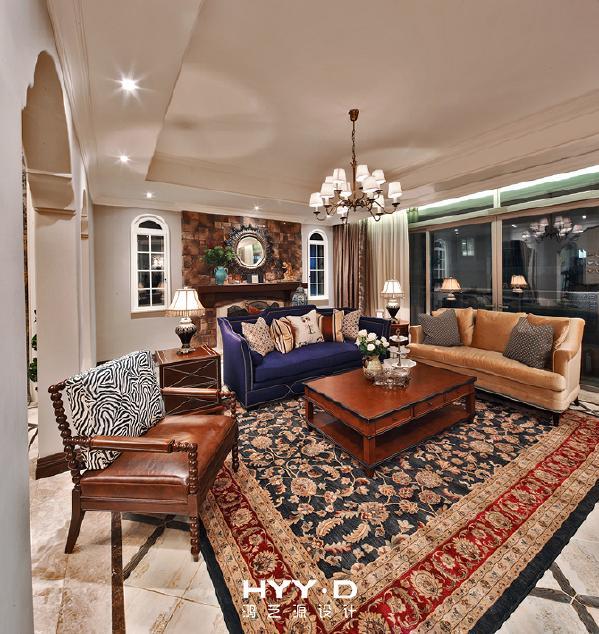 客厅 从粗犷回归细腻,是一种怎样的转变?装饰柜的巧妙设立,是繁花初始的地方。以手绘花鸟取代传统意义上的电视背景墙,阳刚之美也可似水柔情。