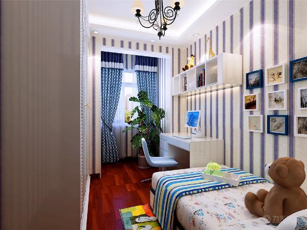 主卧室与次卧室介于电视背景墙之间,挨着次卧室的是书房,书房对着的就是厨房区域了,总之,整个空间户型还算规整,没有什么大的改动。