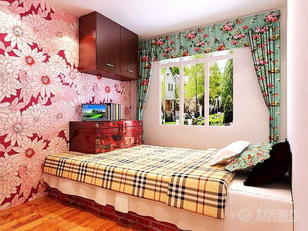在卧室中床头壁纸都采用极具乡村风格的小碎花来装饰,主卧中床头用三幅画来装饰;本方案的次卧采用乡村中传统的土炕来代替现代的床,参照乡村爱情故事中的卧室来装饰。