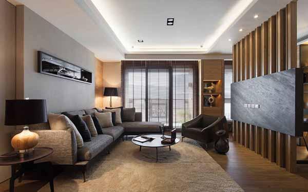 开放式的客厅宽敞大器,设计师选择较为低矮家具,自然营造出放大的视觉空间感。
