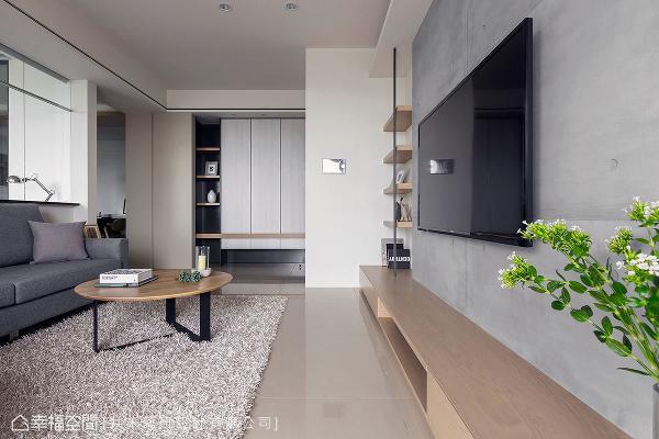 清水模漆料创造的电视墙,展现粗犷、朴质之美,再藉由客厅里家具软件的配搭,让沉稳气息之中衬托现代质感。