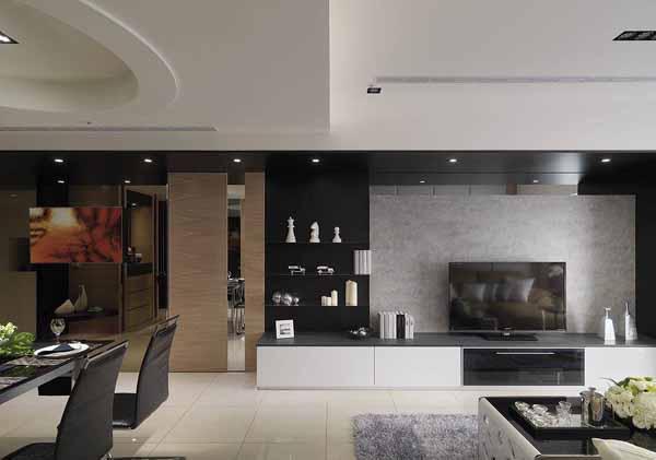 以美耐板仿制清水模作为背景主墙,侧边利用不锈钢层板作为展示机能,注入轻盈时尚的空间感受