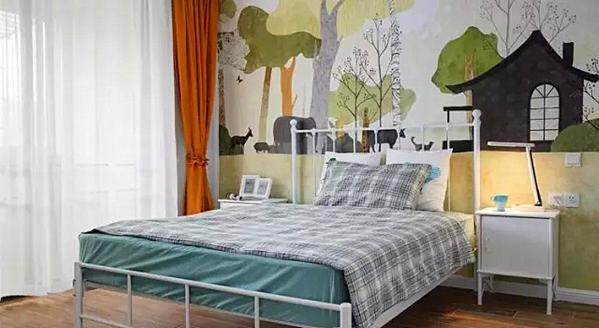 ▲ 儿童房,全景壁画壁纸,营造童趣空间,为孩子选择了更轻盈的白色铁艺床