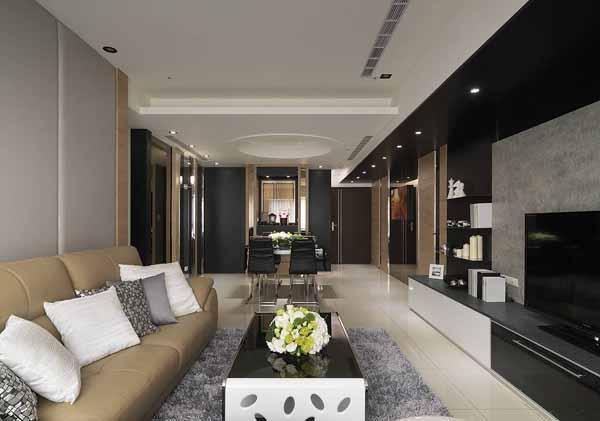 以L型沙发作为视觉延伸,并透过开放式的格局规划,打造宽适的公共空间,增添一家人亲密互动的可能。