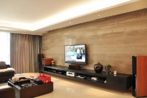 整个空间布局简单,没有多余繁杂的装饰,采用墙砖布满整个电视墙,整个客厅看起来空间会变得很大。