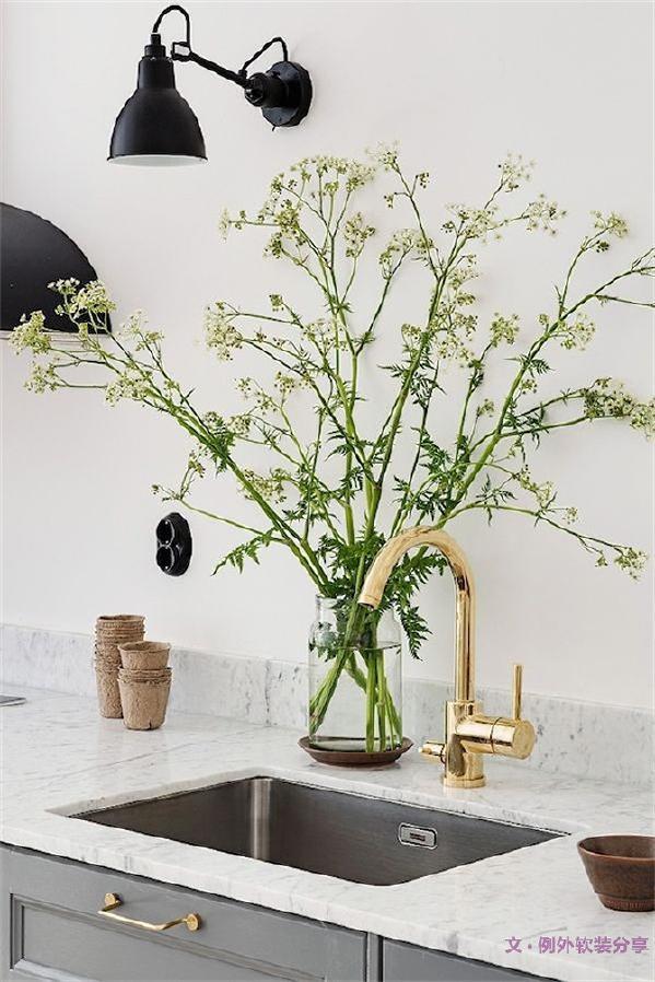 1、让花瓶装点一个最美的角落