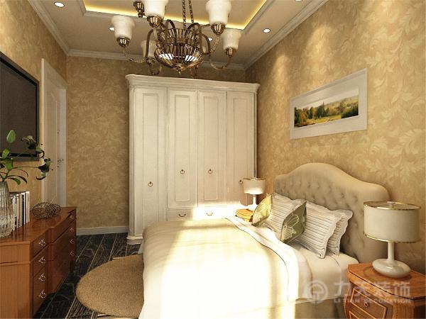 主卧地面依然是深灰色地面,墙面采用浅咖色花纹壁纸,营造温馨气氛,顶