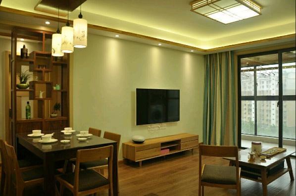 95平三室两厅一厨一卫户型,日式风格。 主题色调以苹果绿和原木色为主,整体风格很是简约,没有过多的造型。