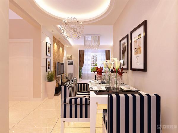 整个墙面刷奶咖色乳胶漆,地面铺800*800的米黄色磁砖,客厅吊顶采用两边直线吊顶双层叠级的造型,新颖、独特