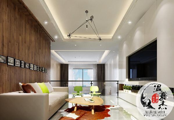 二楼客厅相对来说比较私密,主要是家人之间的交流互动,茶几造型圆滑又可爱,亮眼跳跃的绿像小孩子天真烂漫的甜。采用木地板上墙的方式做成的背景墙,温和风情,一字排开的照片墙,简洁明了,方便更换。