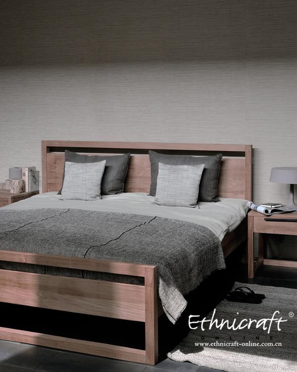 偏冷色调的墙面和柚木家具可以很muji