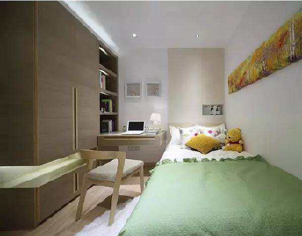 儿童房虽小,但功能齐全,衣柜、书柜、书桌三者相结合,体现出科学的设  计感。