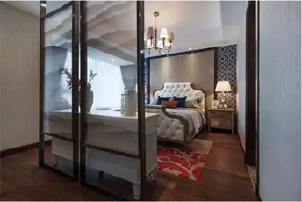 卧室将中式和美式的特点发挥到了极致。