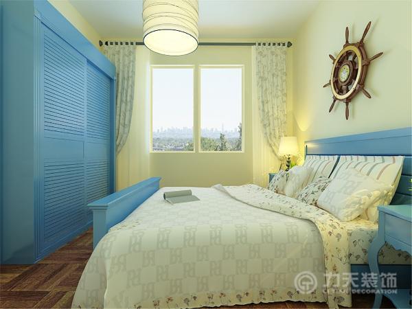 次卧应业主要求作为儿童房,考虑到业主的孩子是男孩儿,因此采用了蓝色的床,具有一些地中海风情。