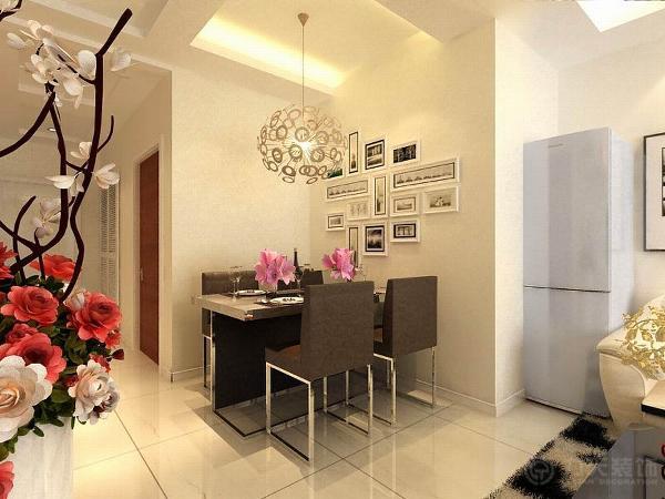 餐厅偏小,但足够放置4人餐桌。客餐厅通铺800*800地砖,干净整洁。