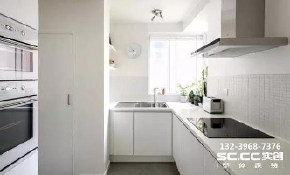 厨房同样是和整体一样的白色调