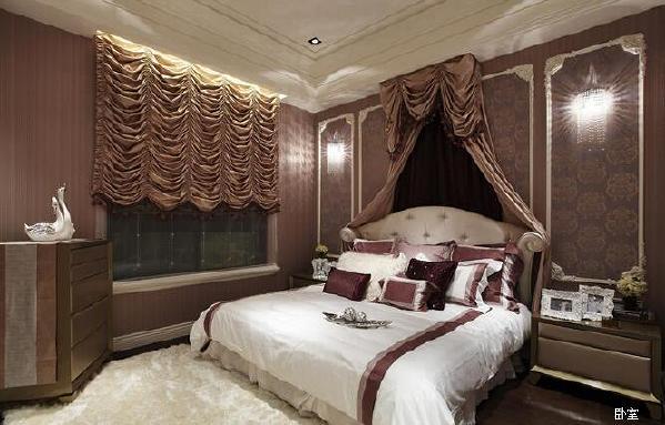 """形散神聚""""是新古典的主要特点。名家生活空间新古典风格整装在注重装饰效果的同时,用现代讲求风格,在造型设计上不是仿古,也不是复古,而是追求神似。"""