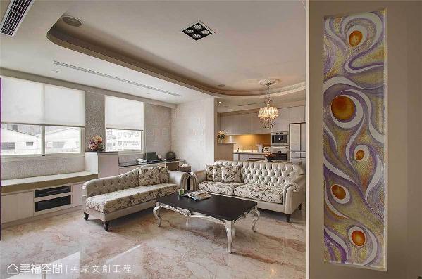 彷佛画作的入口端景墙,是由英家文创工程所订制的彩晶玻璃屏风,在简约而优美的场域中,注入了艺术弥漫的气息。