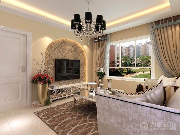 在客厅家具的选用上搭配了白色的沙发以及镜面的电视柜;沙发背景墙用六幅黑白抽象画做装饰。