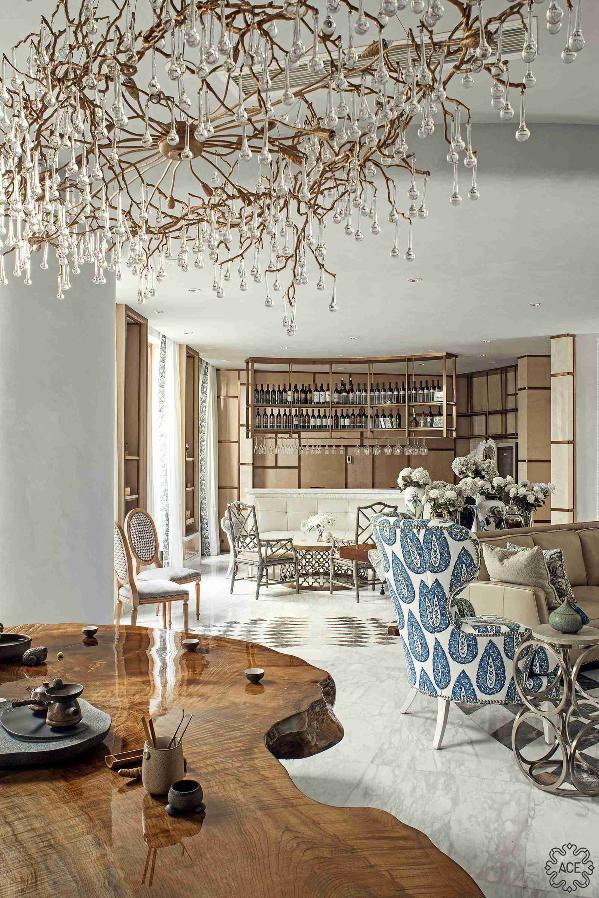 与金丝楠木茶台相应成趣,中西方艺术品的混搭之美耀然于眼底,也如一处艺术装置为空间增添时尚空灵之美!