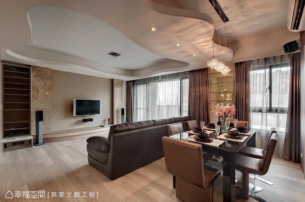 陈湘玲设计师在公领域以开放式格局做为规划,天花拉出层次且利用大面窗的设计,引入充足光源,营造出明亮开阔感。