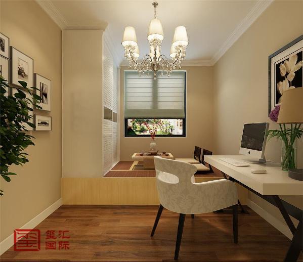 本案定位现代风格,通过镜面与石材结合的电视墙来体现现代风格的简约、时尚。